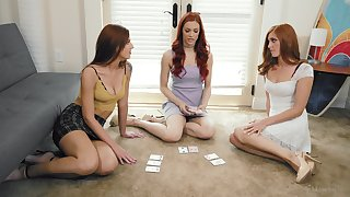 Jayden Cole invited oved her redhead friends for a lesbo triple