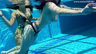 Two topless swimming babes Diana Rius and Sheril Blossom show tricks unbefitting the duct