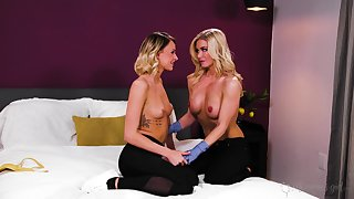 Emma Hix spreads her limbs to be licked by her friend Serene Siren